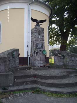 II. világháborús emlékmű a Turulmadárral